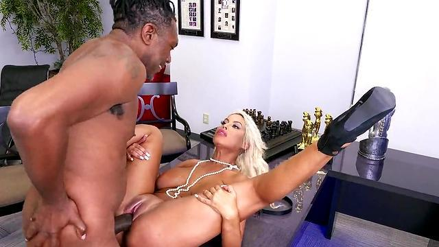 Big tits Adrianna Luna gets a facial