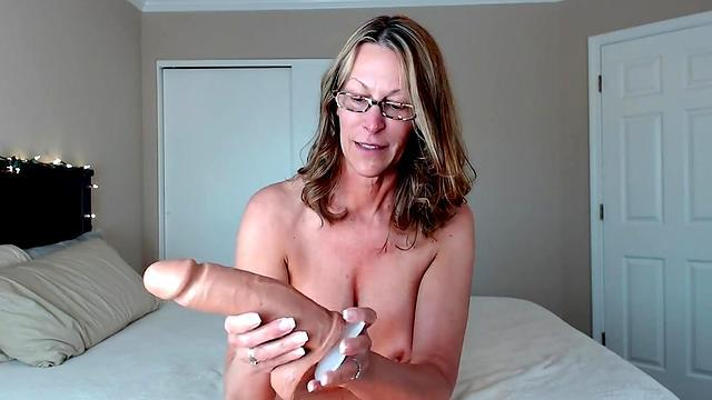 her daughter pulls out of the navel and has a blowjob