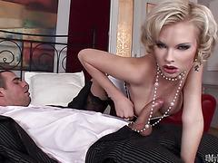 Two sexy blondes playing holes